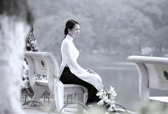 Anh (chị) hãy phân tích tính cách nhân vật cô Hiền trong truyện ngắn Một người Hà Nội của nhà văn Nguyễn Khải.