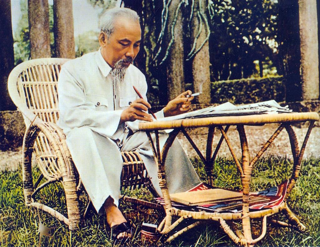 """Cảm nhận của em về bài thơ """"Ốm nặng """" của Chủ tịch Hồ Chí Minh"""