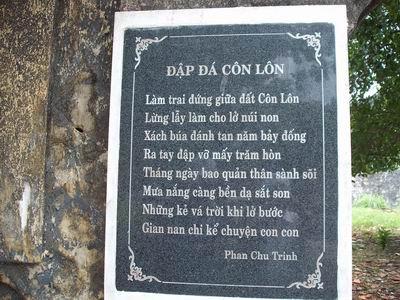 Hình ảnh nhà nho yêu nước qua Cảm tác vào nhà ngục Quảng Đông và Đập đá ở Côn Lôn