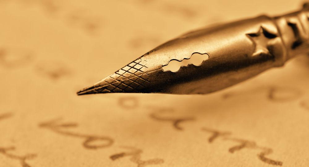 Hoài Thanh viết: Văn chương gây cho ta những tình cảm ta không có, luyện những tình cảm ta sẵn có. Hãy dựa vào kiến thức văn hóa đã có, giải thích và tìm dẫn chứng để chứng minh cho câu nói đó.