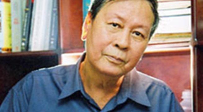 """Nhà văn Nguyễn Khải đã phát biểu: """" Văn chương có quyền … cái thủy chung"""". Anh (chị) hãy làm sáng tỏ quan niệm trên đây."""