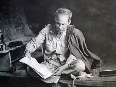"""Phân tích bài thơ """"Tức cảnh Pác Bó """" của chủ tịch Hồ Chí Minh."""
