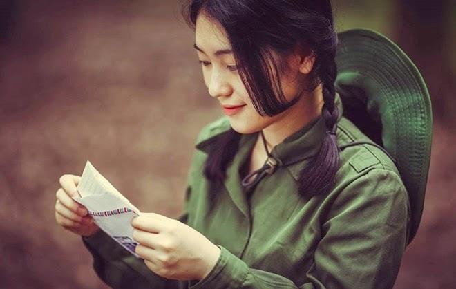 """Phân tích nhan đề """"Những ngôi sao xa xôi"""" của Lê Minh Khuê"""