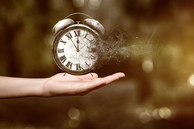 """""""Thời gian là vàng bạc, để thời gian đi tức là hủy hoại mình """" (Demosthènes) Anh (chị) hãy trình bày những suy nghĩ của mình về ý kiến trên."""